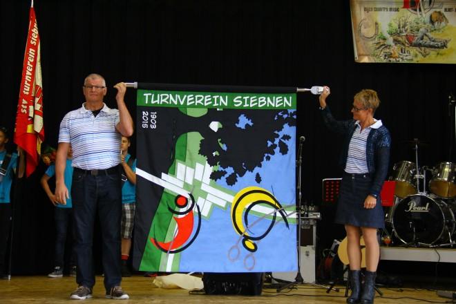 TV Siebnen enthüllt neue Vereinsfahne